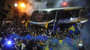 banderazo despedida a los jugadores de Boca Juniors  frente al parque Lezama